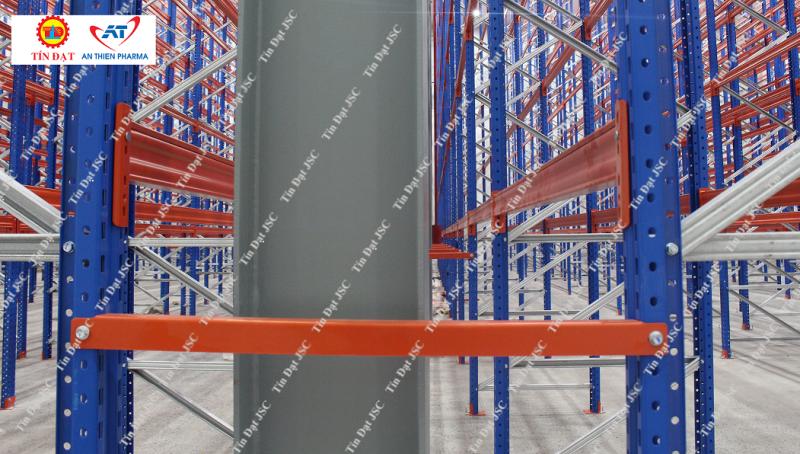 Kệ very narrow aisle trong nhà kho Dược An Thiên