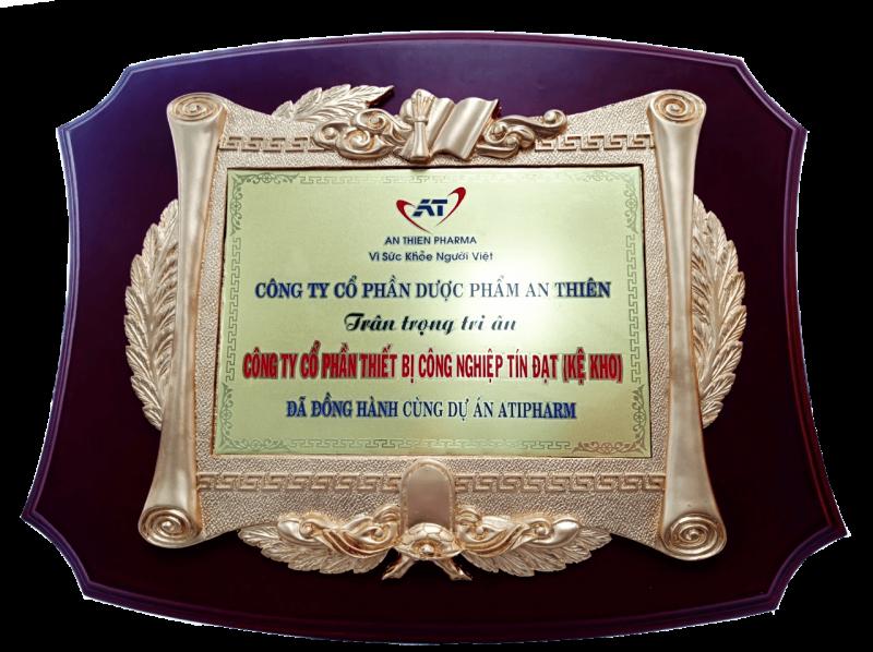 Kỷ niệm chương An Thiên Pharma cho Tín Đạt JSC